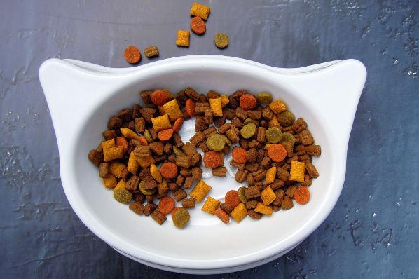 Kremelina pre zvieratá s krmivom
