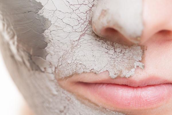 Maska a peeling z křemeliny