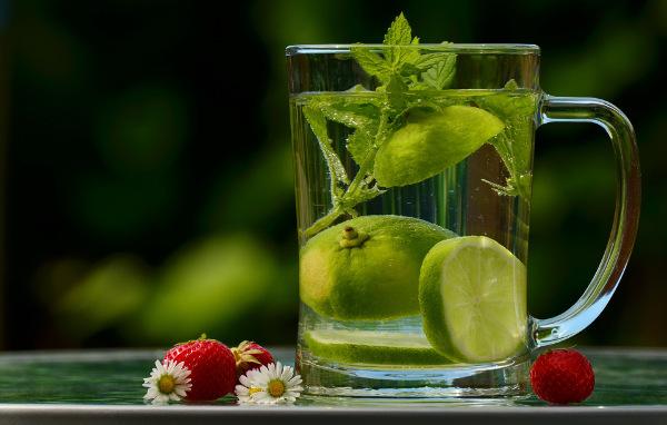 Při užívání křemeliny dodržujte pitný režim